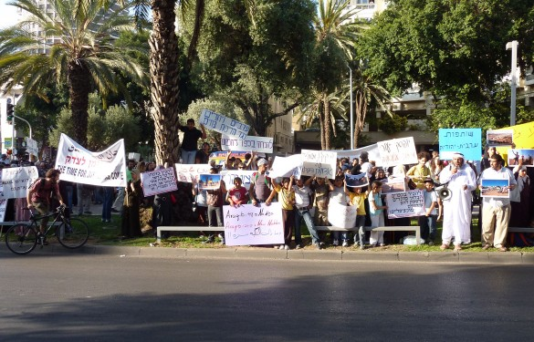 Bedouins protesting in Tel Aviv to demand to return to al-Araqib