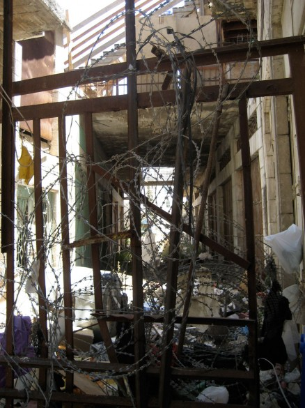 Ad-hoc vertical barrier in Hebron, 2010